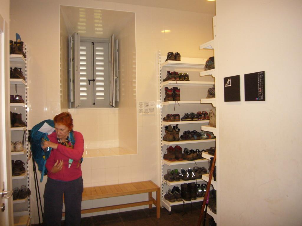 Schoenen gaan in het schoenenhok