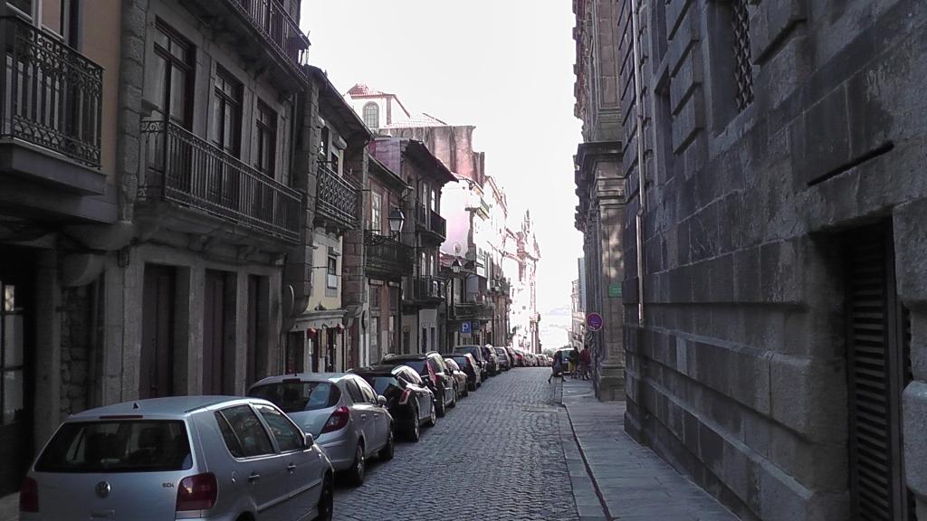 Veel hellende straatjes in Porto centrum