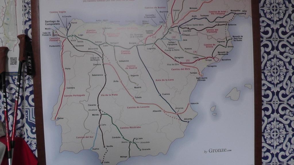 In herberg, wandkaart met camino's