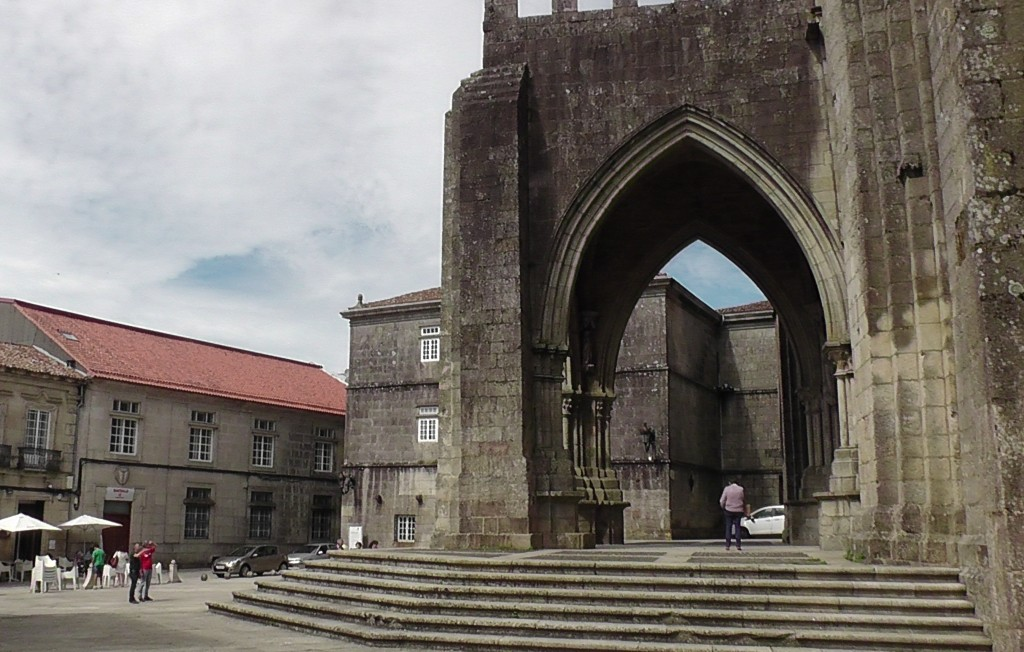 Bij de kathedraal van Tui