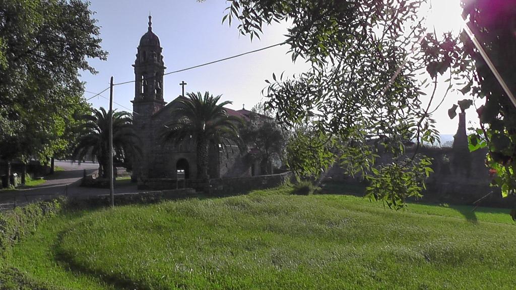 Kerk Santa Maria de Carracedo in Cortiñas