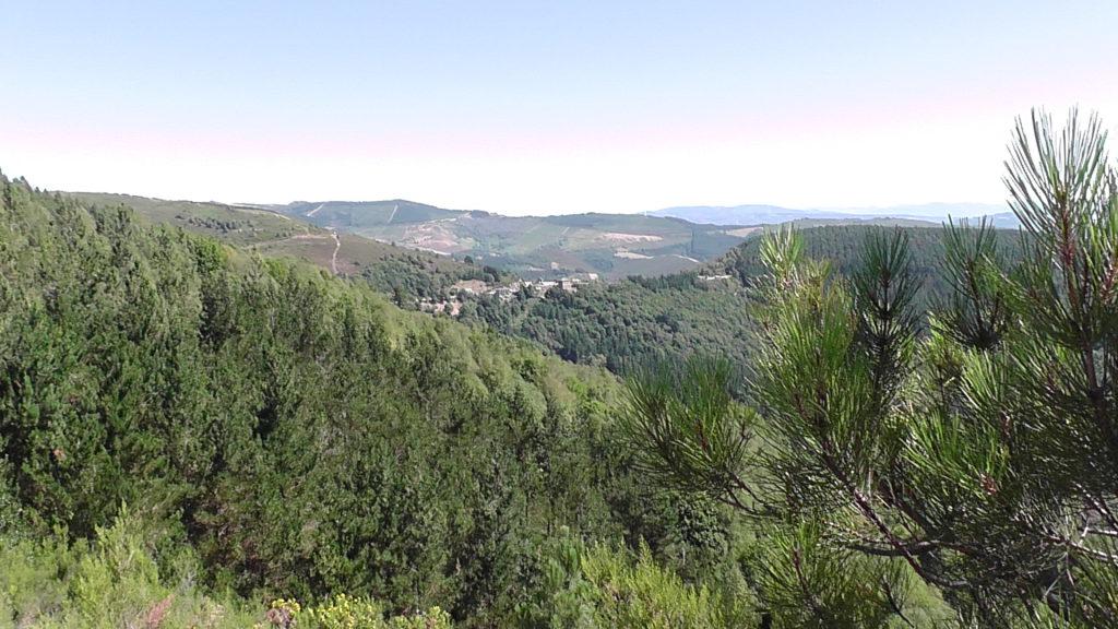 vanaf Alto de Fontaneira omlaag naar Cádavo-Baleira