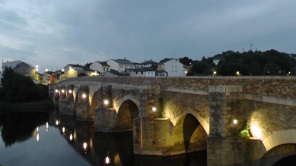 de brug over Lugo uit