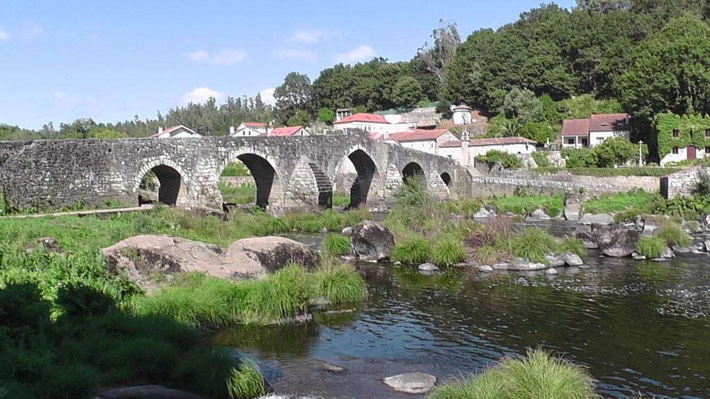met de 150 m lange brug over de Tambre