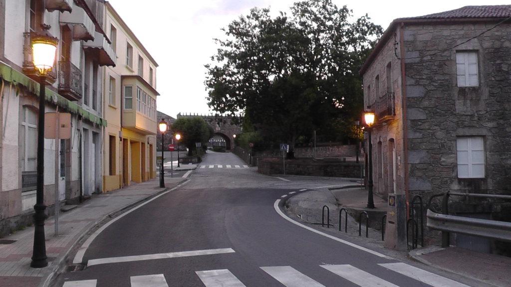 oude stadspoort van Negreira