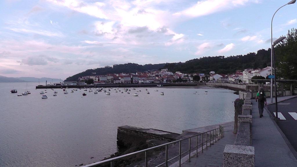 zicht op haven Corcubión